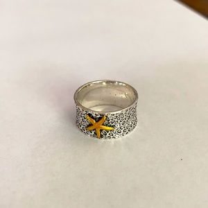 A silver tone starfish ring n size 9